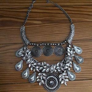 Jewelry - Statement silver necklace